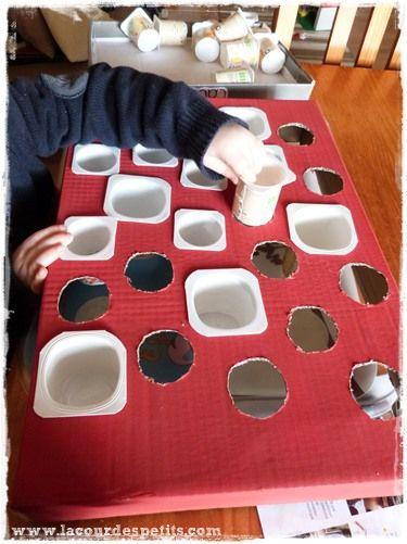 bricolage de no l le calendrier de l 39 avent avec des pots de yaourts noel advent calendars. Black Bedroom Furniture Sets. Home Design Ideas