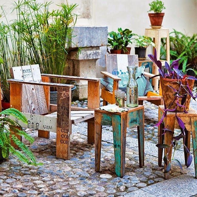 Muebles reutilizado Pallets, páginas de colores gastados adoquines, muchas plantas. Todo inspira 💚 #love #craft #diy #bohemian #colorful #pallet #deco #inspo#instagood #instacool http://ift.tt/1Ml3B5R
