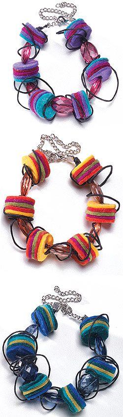 Felt disc and bead bracelet