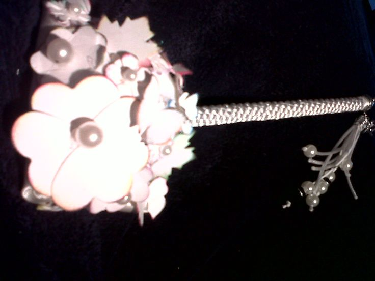 lápiz para firmar, decorado con cola de ratón y flores de papel