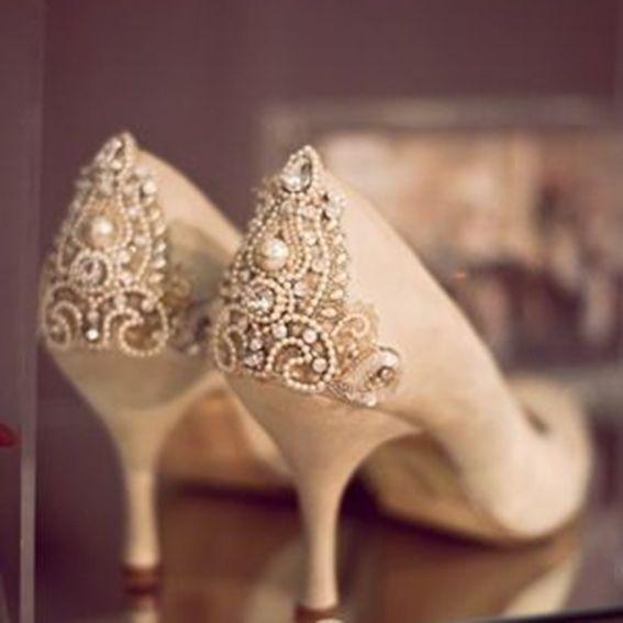 Como Customizar Sapatos com Bijuterias, Renda, Tecidos e Glitter - Recicla Home Design