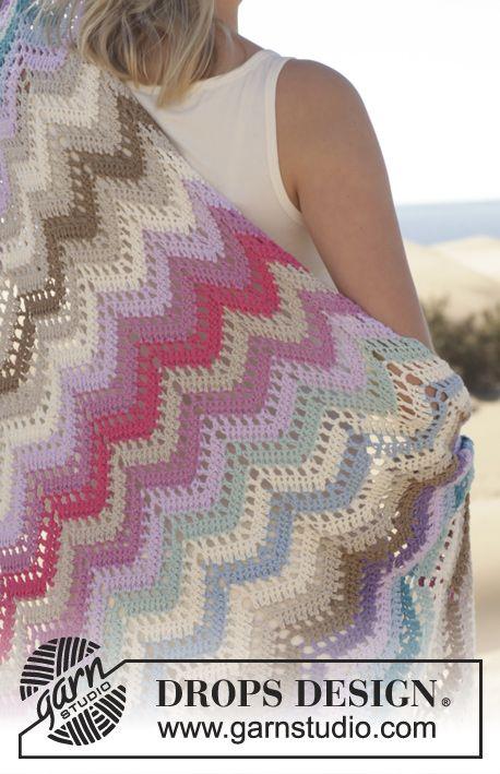 """Gehaakte DROPS deken met zigzagpatroon van """"Cotton light"""". ~ DROPS Design"""