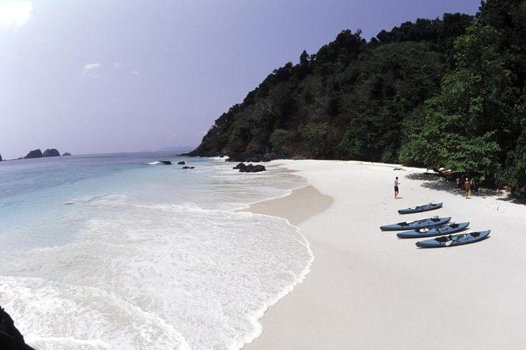 Das Mergui-Archipel in der Andamanensee ist ein Stück unberührtes Birma. Die weit abgelegenen Inseln sind Heimat der Moken, einem Volk von Seenomaden. Nur mit dem Boot kommt man dort hin.