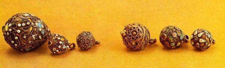 buttons 16-17 centuries