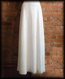 Voici un patron facile de jupe longue... Pour la réaliser, il faut faut environ 2,50 m de tissus ainsi qu'une fermeture invisible. Dessiner le patron ci-dessous : Selon votre taille - Taille - - Messures - - Se reporter au dessin - Taille 1 20,4 cm pour...