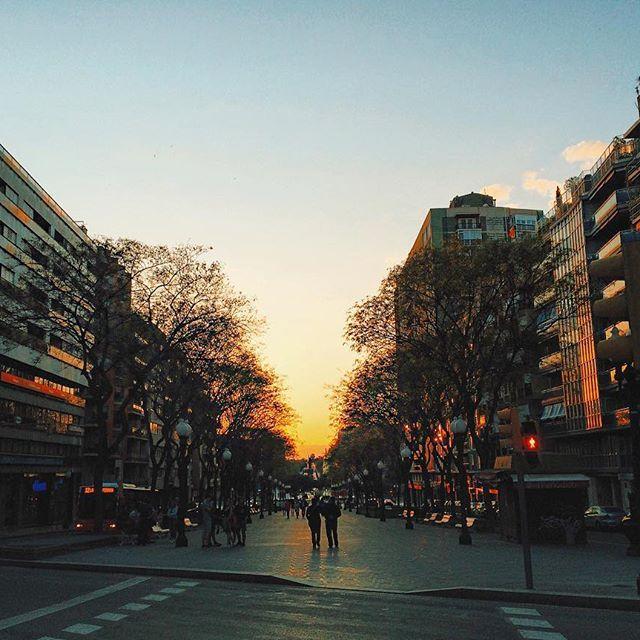 La Rambla de Tarragona! Espanha - Spain - europe - what to do Spain - dica de viagem - hit the road girls - wanderlust - por do sol - sky - photography