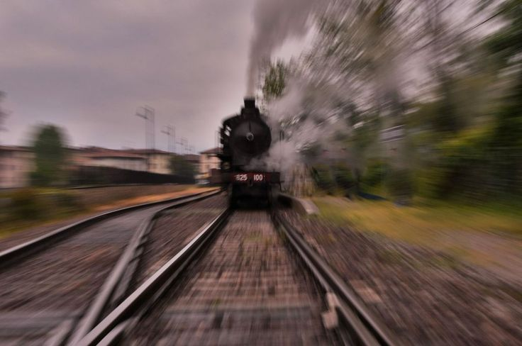 zooming train