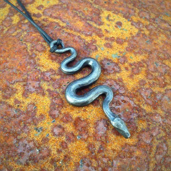 Colgante de serpiente serpiente collar. Forjado por TrollhillForge