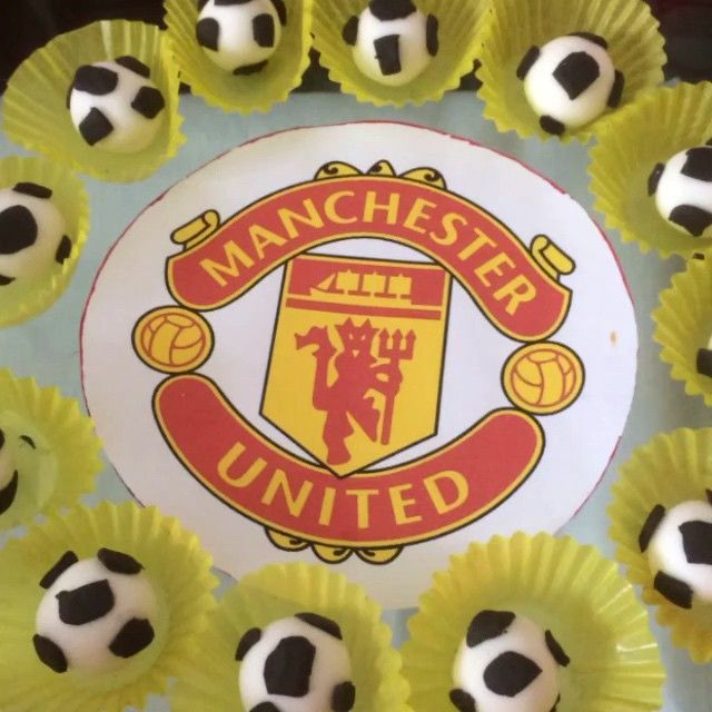 GOAL!! Kick some cupcake balls Manchester United with Oreo biscuits buttercream & Italian biscotti flavour buttercream! #goal #footballer #cupcake #cupcakes #sweet #dessert #dessertporn #yum #yummy #instacake #instadelicious #hungry #eat #bigeat #thekitchen #red #sexy #food #foodie #foodpic #foodporn #pornfood #foodlovers #london #lovefood #match #win #fatkid #fatgirl #instadessert