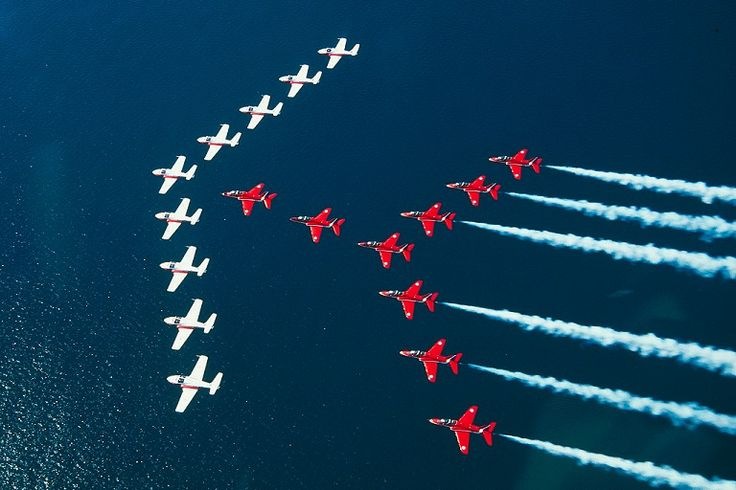 Snowbirds y Red Arrows (9xCT-114 9xHawk T.1)