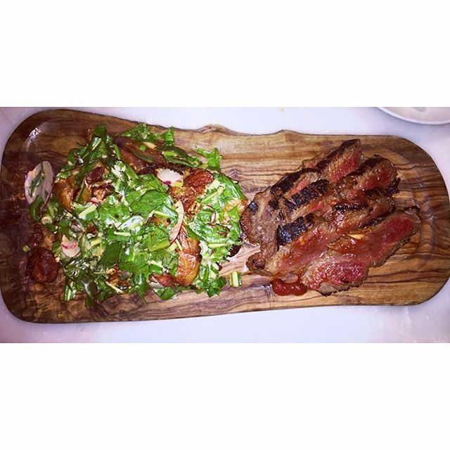 Amazing steak. The trick is to order light dressing or it will be too salty. Lobster salad and their daily soup are also good. 😋ビバリーヒルズ真っ只中のフレンチカフェ。昼メニューは12時からです。オススメはこのステーキサラダとロブスターサラダ。サラダのメニューが少し変わったので、ドレッシングはかなり少なめにしてもらわないとしょっぱい…。デザートはスキップして、Ladureeでマカロンという手も。#steaksalad #yum #yummy #food #foodie #losangeles #lafoodie #restaurant #california #beverlyhills #アメリカ #アメリカ生活 #アメリカン #海外 #海外旅行 #海外生活 #海外暮らし #カリフォルニア #ロサンゼルス #肉 #ビバリーヒルズ