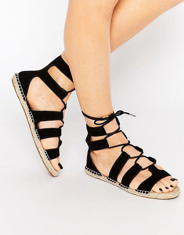 Sandalias estilo alpargatas con cordones de New Look 25,99 €