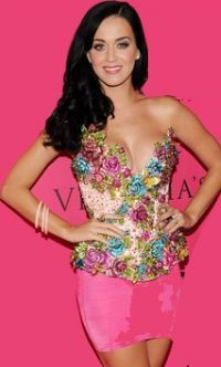 Katy Perry in pretty pink!! Love her #celebraties #makeup #singer #beauty