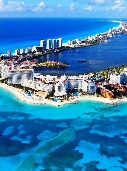 Cancun - México.. É uma cidade que fica na costa do estado de Quintana Roo, no México, em uma península que se tornou um dos centros turísticos mais importantes do México, tendo conseguido preservar suas belezas naturais. Em Cancun existem cerca de 22 quilômetros de praias de areia fina na extensão de suas praias.