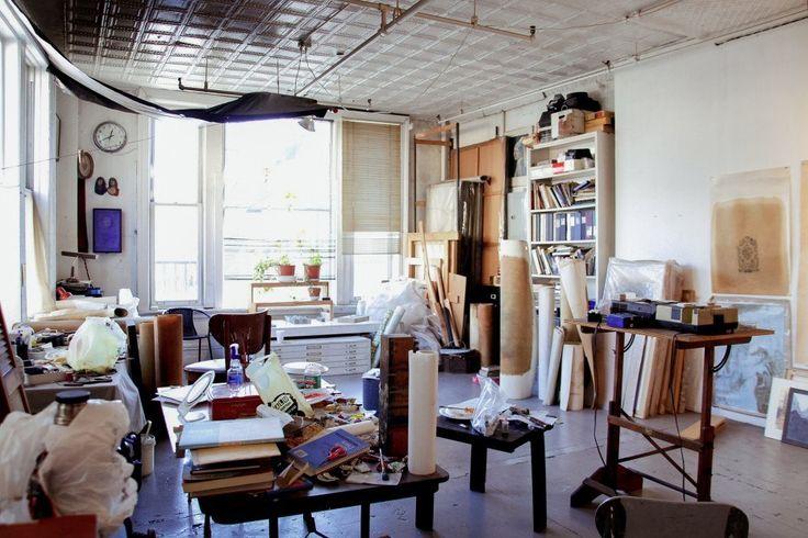 хранение художественных габаритных материалов: холсты, ватманы, покрытия, а также работы участников
