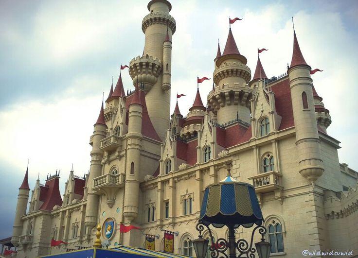 The Kingdom of Far Far Away.. Wait a sec.. where are u, shrek? Fiona? :p #UniversalStudios #Singapore