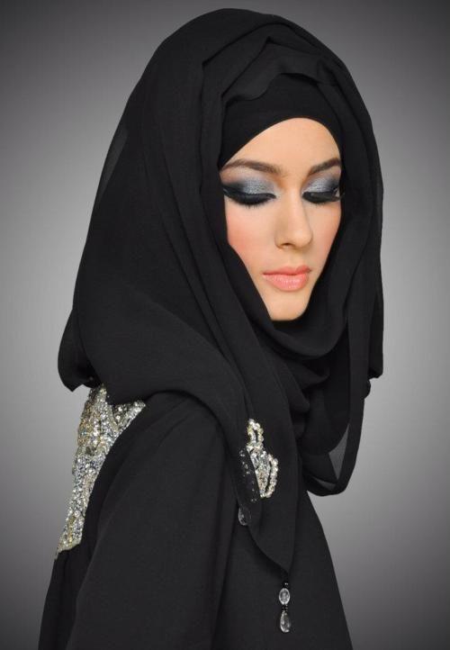 Arabian Make-up w/ all black clothing