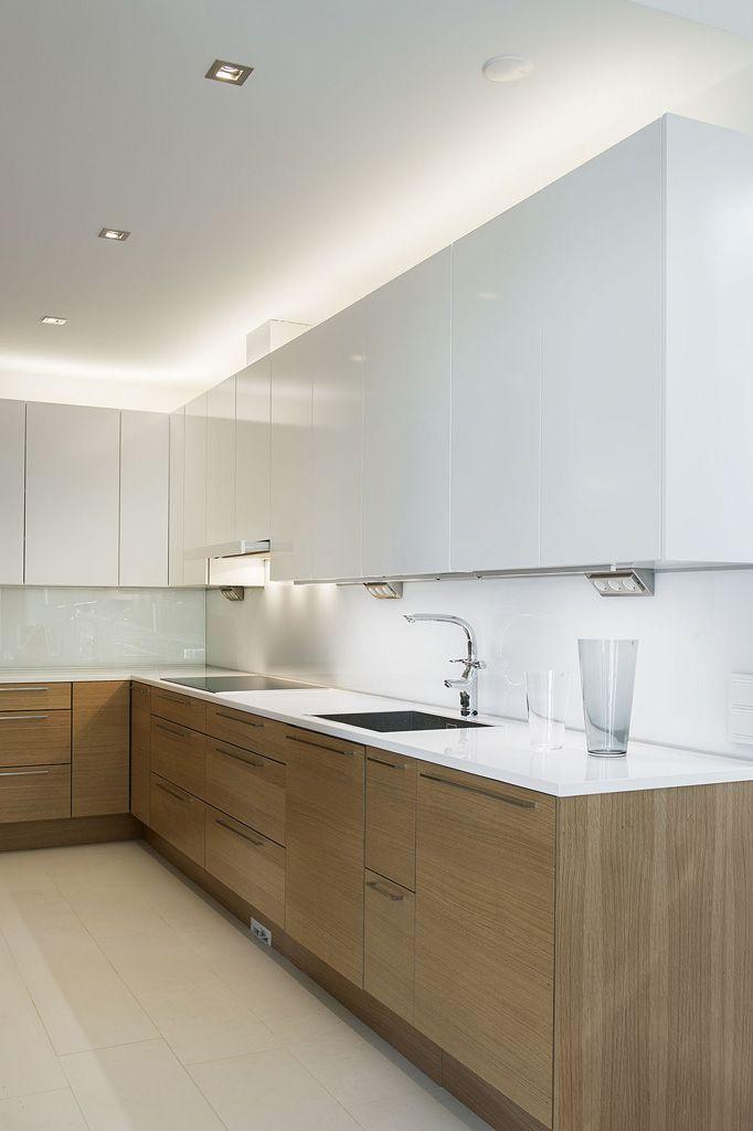 Kodin valaistus on kuluttajalle suunnattu käytännönläheinen opas kotien sisä- ja ulkotilojen valaistuksesta.