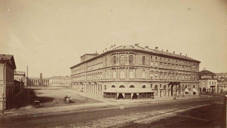 """Warszawa w 1870 roku  Hotel Europejski. Otwarty został w 1857 roku i wówczas nazywał się """"Hotel d'Europe""""."""