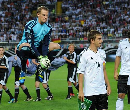 Manuel Neuer defying gravity