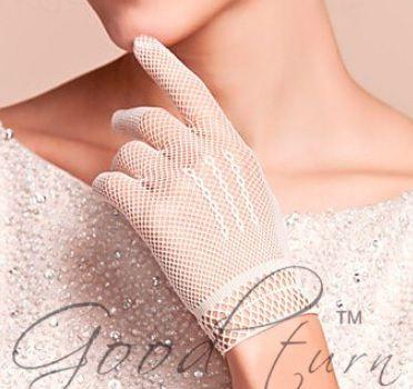 Korte witte opengewerkte handschoentjes  - € 4,99