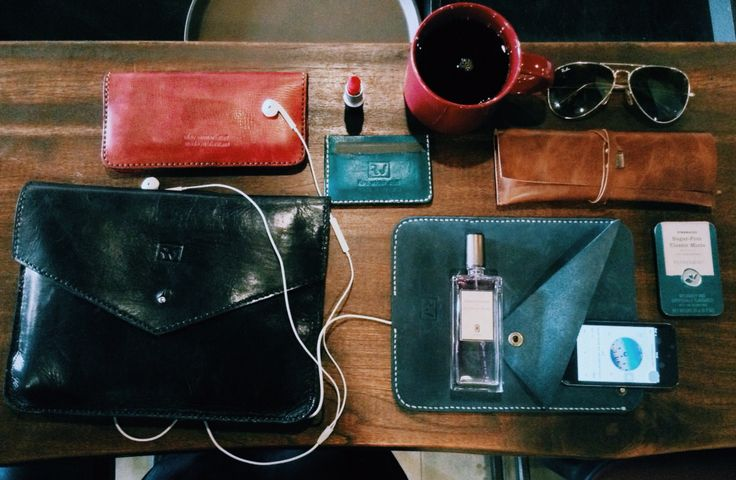 What is in your clutch?  I'm in love to Deep-Teal  and Burgundy . Just finished my new Leather Ipad Sleeve with deep-teal color (xanh cổ vịt). God, I realize that 90% of my stuffs is leather ones! Viva Leather!  About my leathers: 1⃣ #Burgundy #WomenWallet 2⃣ #Black #Clutch 3⃣ #DeepTeal #CardWallet 4⃣ #Brown #PenHolder 5⃣ DeepTeal #IpadSleeve.  Product of 'rey.winter.stuff' by REY.WINTER . #Bespoke #HandStitched  Want to personalize your leather stuff? It's my pleasant!
