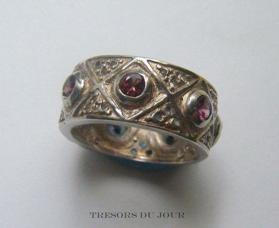 MEDIEVAL style WEDDING RING  with pink-red Spinels, Custom Wedding Ring by TresorsDuJour  #UniqueWeddingRing #MedievalWeddingRing