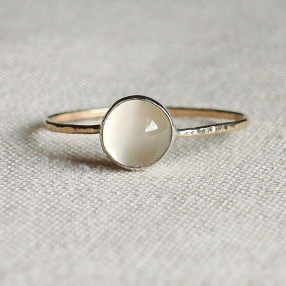 moon stone ring...simple but so pretty. #accesories.
