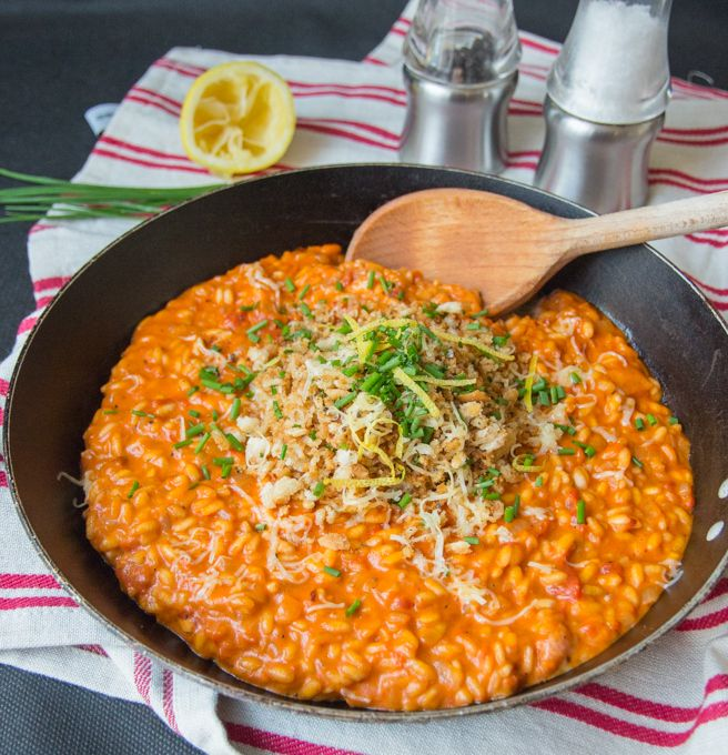 Creamy Tomato Risotto with Crispy Garlic breadcrumbs - a creamy and satisfying dinner with a wonderful crunchy topping.