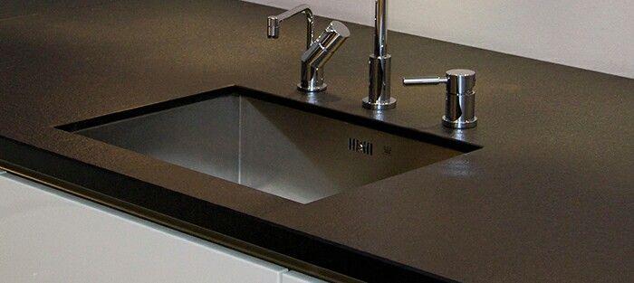 25 beste idee n over zwart graniet keuken op pinterest donkere keuken werkbladen donkere - Eiland zwarte bad ...