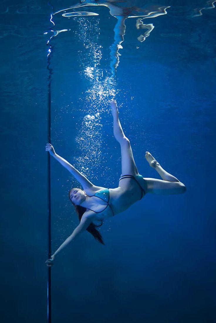 Sélection de la semaine, #WTF, #Cosplay, #Geek, #FunFacts, #Design, #Photographie, #Vrac - Brett Stanley – Underwater pole Dance