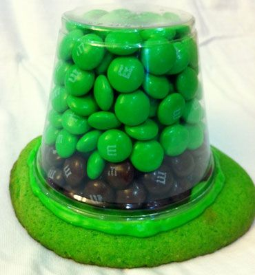 Click pic for 50 Craft for Kids - Leprachaun Hat Treats