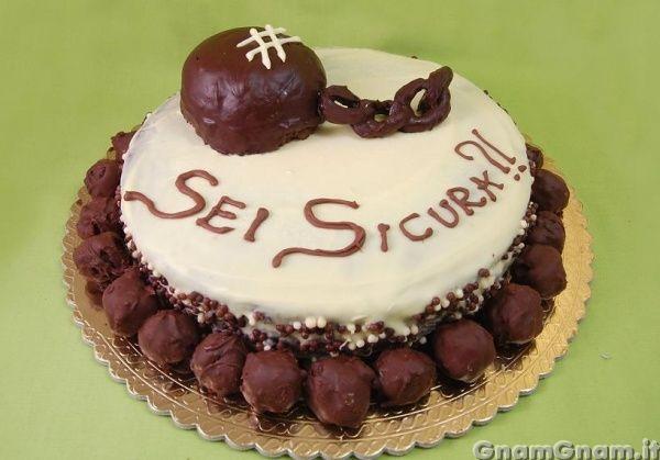 Torta addio al nubilato     Qualche giorno fa dovevo preparare una torta di addio al nubilato per una mia amica che deve sposarsi (ovvia...