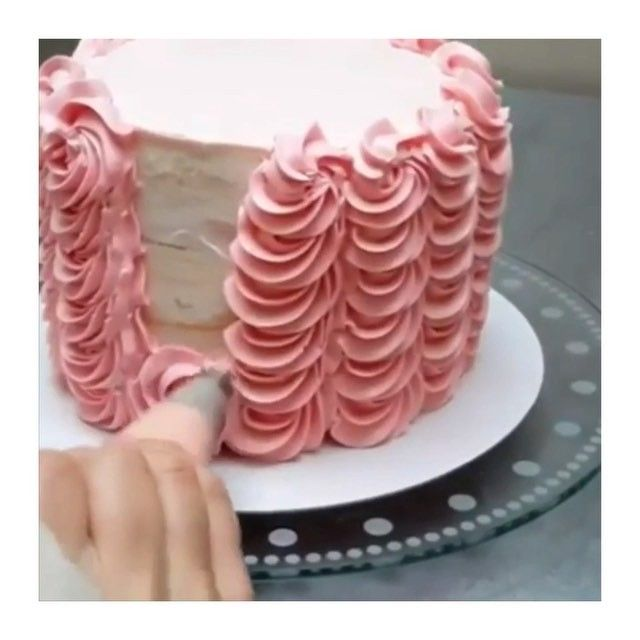 How To Design A Cake Using Butter Icing : Best 25+ Buttercream techniques ideas on Pinterest Cake ...