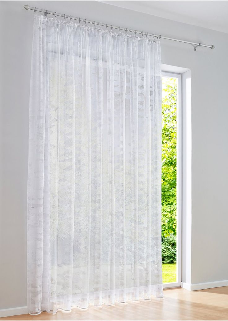 """Jetzt anschauen: Der moderne Store """"Johanna"""" aus hochwertiger Jacquard-Qualität peppt jedes Fenster im Handumdrehen auf. Das vollflächige Wisch-Muster ist in weißer oder farbiger Variante erhältlich. Das Polyestergewebe ist transparent, sodass das Tageslicht in Ihre Wohnräume scheinen kann. Das integrierte Bleiband garantiert einen schönen geraden Fall. Wir empfehlen die 3-fache Fensterbreite zu bestellen um die Gardine, durch kräuseln, optimal zu dekorieren."""