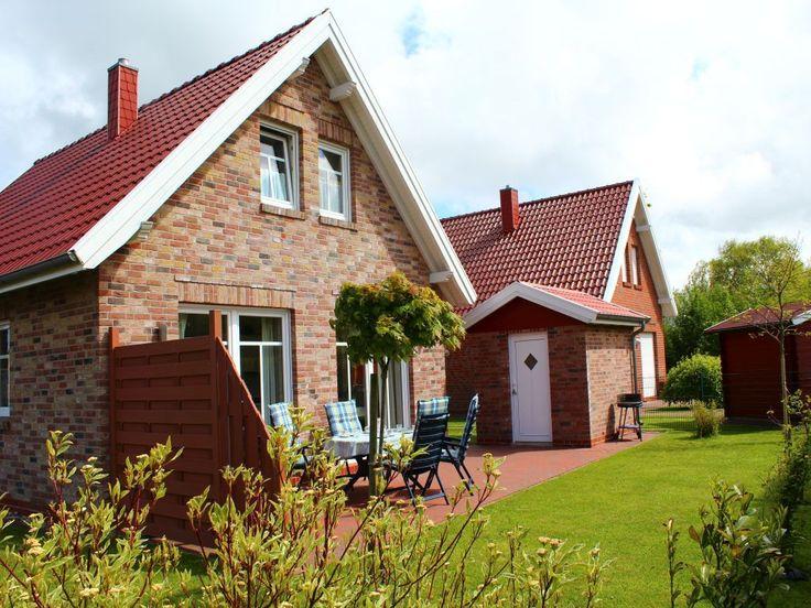 Ferienhaus Kleines Glück Neßmersiel  - Blick in den Garten auf die Südterrasse