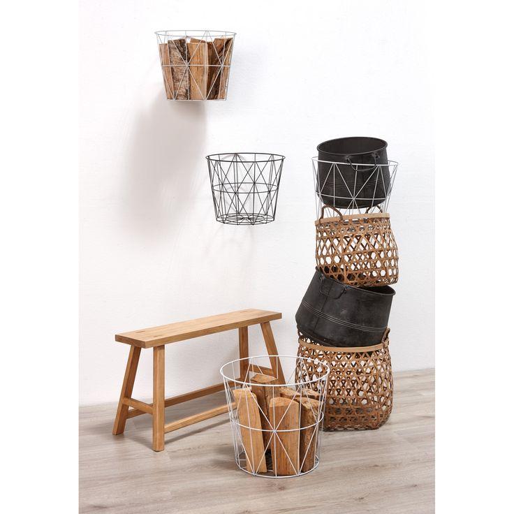 In deze handige manden & potten kun je al je spulletjes kwijt! Tip: hang manden aan de muur zodat ze echte blikvangers worden. Bekijk alle opbergers op https://www.kwantum.nl/wonen/decoratieve-opbergers #kwantum #interior #mand #woonkamer