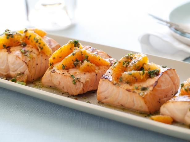Topped with a savory citrus salad, Giada's Quick-Fix Grilled Salmon is light but satisfying. #RecipeOfTheDayFood Network, Giada De Laurentiis, Grilled Salmon, Citrus Salsa, Salmon Dishes, Salsa Verde, Smoke Salmon, Grilledsalmon, Salmon Recipe