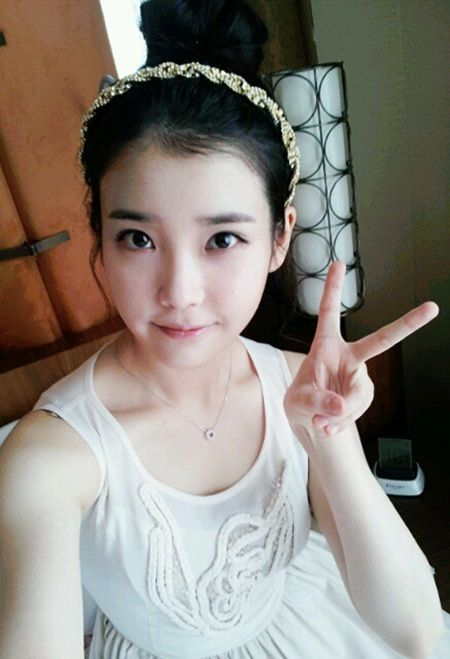IU uploads first selca on Twitter #allkpop #IU