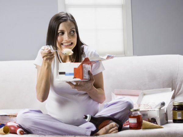 Per rimanere in forma e non prendere troppi chili nei nove mesi, segui il menu settimanale proposto dalla dott.ssa Valentina Chiozzi.