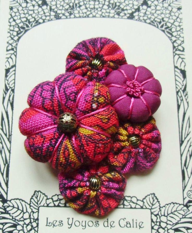 ♥ LENA ♥ Broche textile japonisante fleur potiron / yoyos - Les Yoyos de Calie