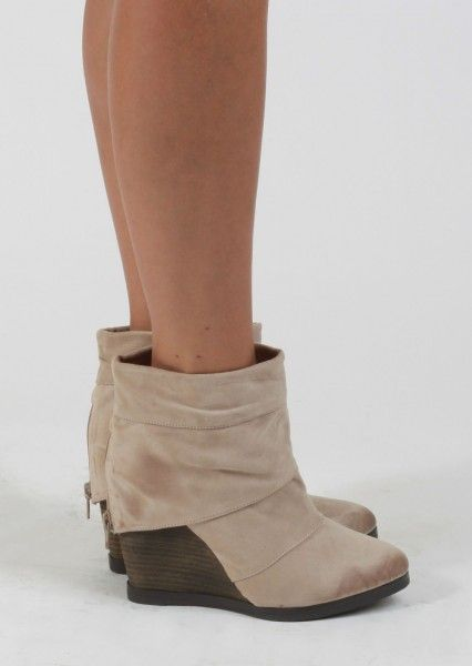 Short Ankle Boots With Wedge #nude #wedges