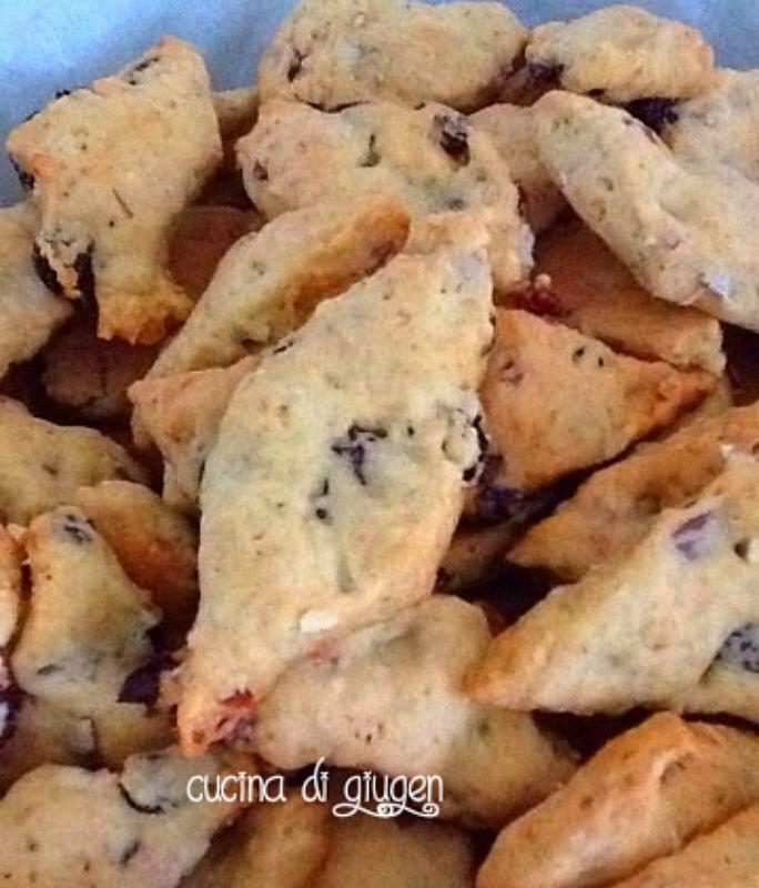 I biscotti per bimbi alle uvette sono adatte non soltanto per bimbi ma anche agli intolleranti al lattosio e uova. Inoltre contengono poco zucchero.