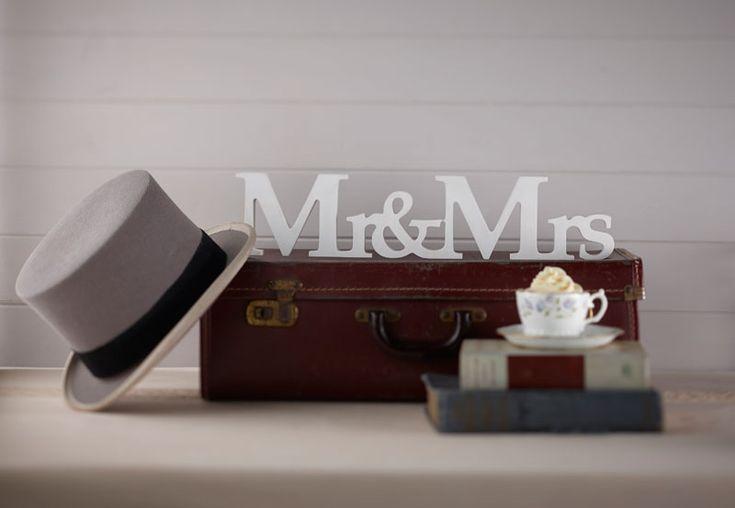 : Mr & Mrs Wooden Sign - Vintage Affair #HatchandBlossom