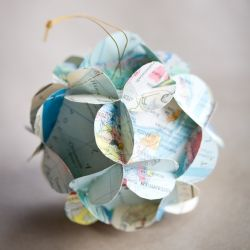 3D paper ball ornaments out of old book pages and maps. In Swedish and English.