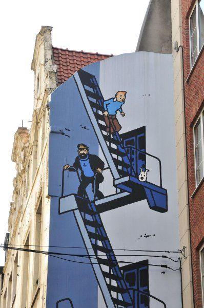 """Brüssel: """"Tim und Struppi"""" auf Brüssels Häuserwänden sind Hergés Heldenzusehen, Street Art"""