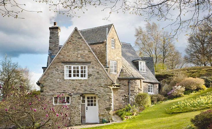 Tour 'Stoneywell Cottage', Leicestershire: Designed by leading Arts and Crafts architect Ernest Gimson in 1898, the house is a wonderfully preserved example of the movement's ideals. - Period Living