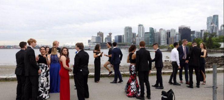 Kanadskí študenti si chceli urobiť spoločnú fotku. Keď zistili, kto sa im votrel do záberu, takmer odpadli od úžasu