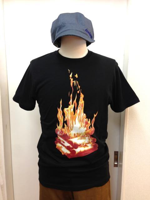 devadurga(デヴァドゥルガ) CAMPFIRE Tシャツ(ブラック) - TORTUGA|devadurga,SANTASTIC!,MURAL,MACKDADDY等の人気ブランド正規取扱・通販