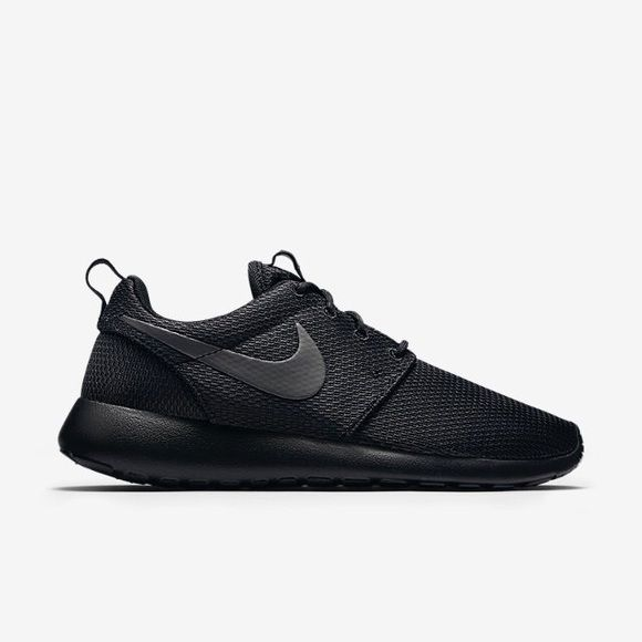 Black Roshe Run
